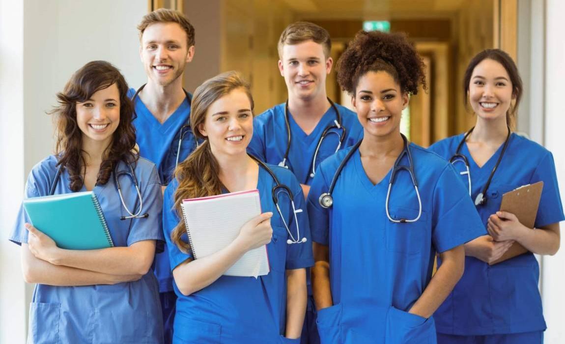 10 motivos para investir em uma pós-graduação? em saúde