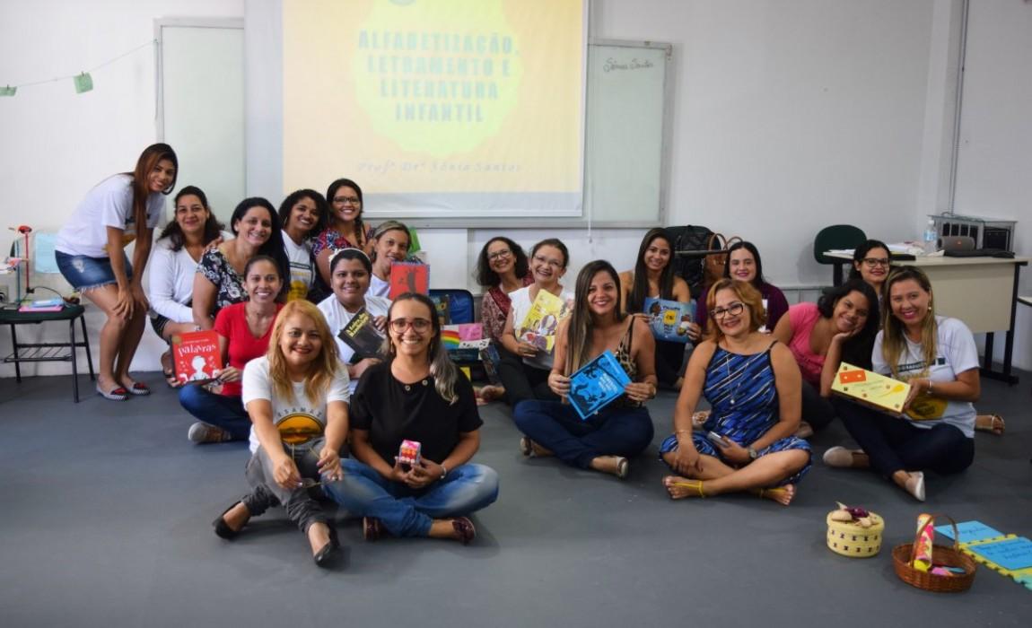 Alunos da Pós Esamaz  participaram de oficina sobre a importância da Literatura na Educação Básica