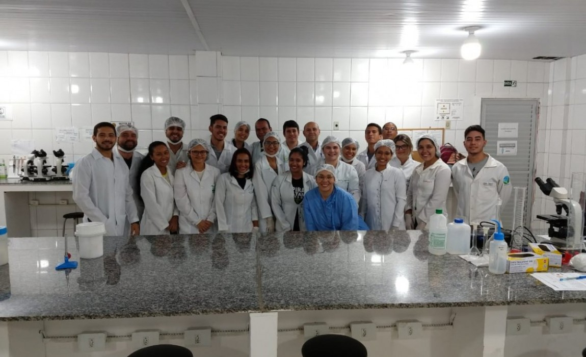 Turma de Microbiologia ESMCB006. AULA PRÁTICA
